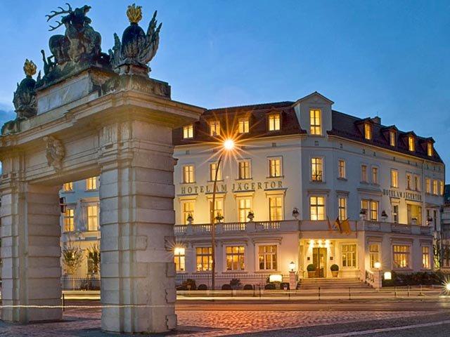 Hotel + Jägertor von außen