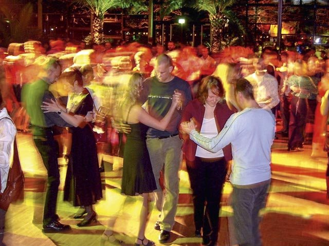 Salsa-Party unter Palmen